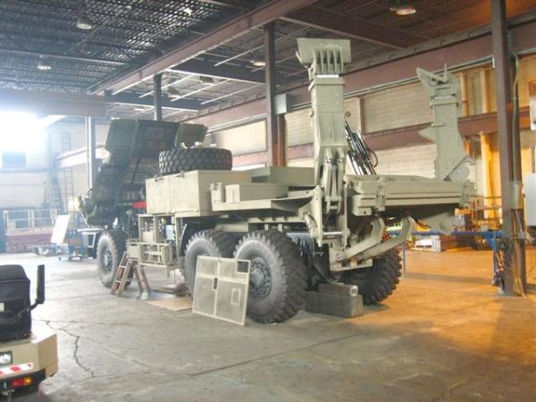 Truck platform with hydraulic stabilizers